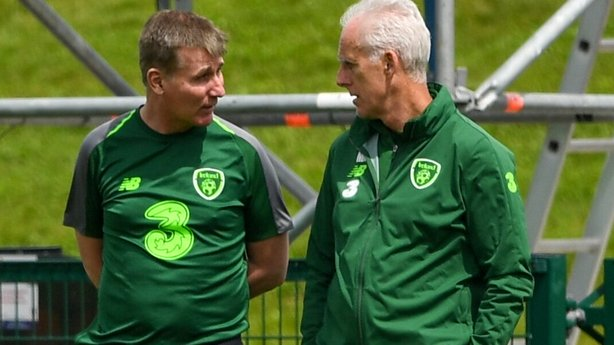 Revolving Management On Pitch at FAI